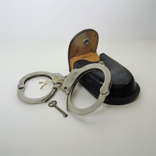 Smith and Wesson Handcuffs in Leather Belt Case with Key