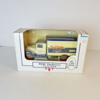 Ertl True Value 1931 Delivery Truck Bank in Box with Key